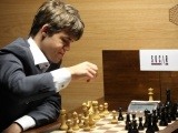 M.Carlsen samodzielnym liderem w turnieju pretendentów